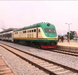 Nigeria : Le TGV nigérian est une réalisation chinoise d'un milliard de dollars reliant la capitale Abuja à la ville de Kaduna sur près de 200 kilomètres