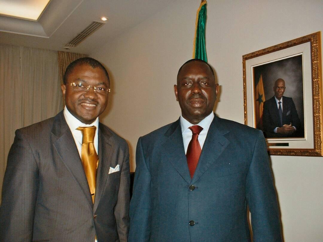 Avec les 2 Présidents successifs du Sénégal,Abdoulaye Wade et Macky Sall. Merci PÈRE CÉLESTE DE BÉNIR MON TRAVAIL Je t'aime